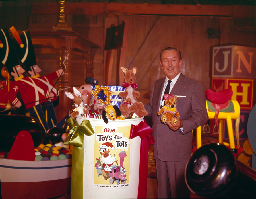 Toys For Tots History : Thousands of donated toys part 'season sharing at