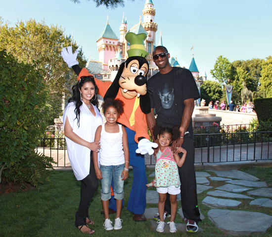 Goofy with the Bryant family
