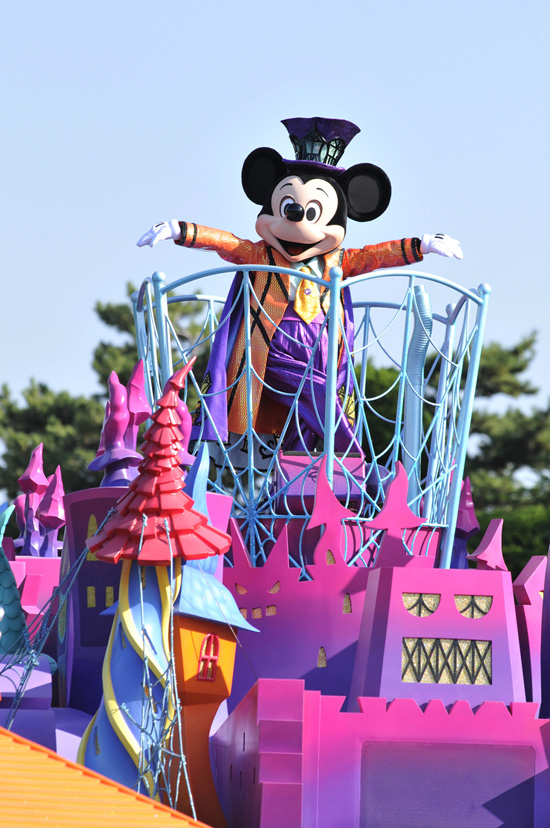 Mickey Mouse in the 'Welcome to Spookyville' parade at Tokyo Disneyland