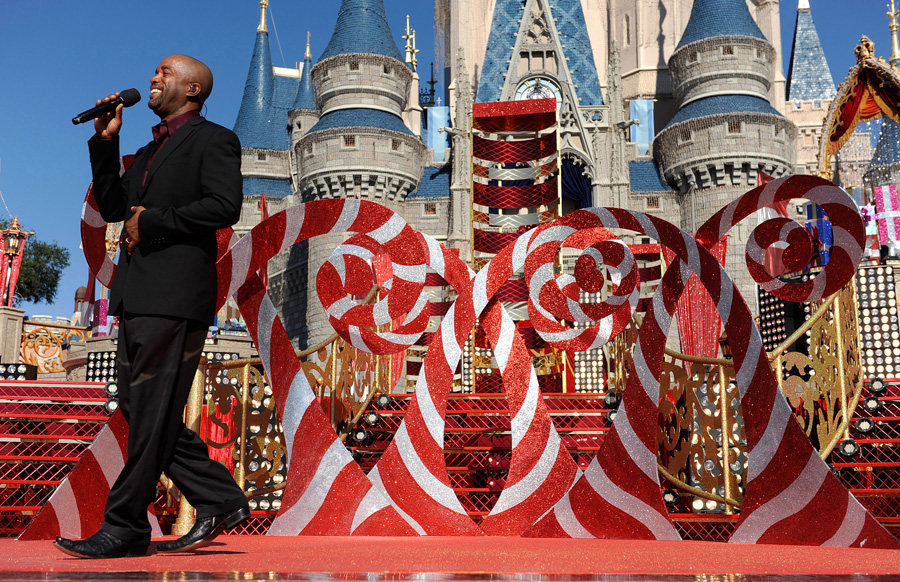 Christmas Day Parade.Stars Shine At Magic Kingdom For Disney Parks Christmas Day
