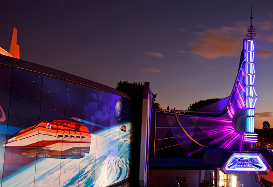 Star Tours – The Adventures Continue at Disneyland Resort