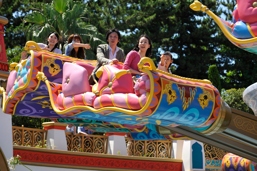 First Look Jasmine S Flying Carpets Makes Royal Debut At