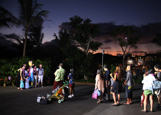 Aulani Opens its Doors to the First Guests and Goofy Helps Keep Everyone Entertained