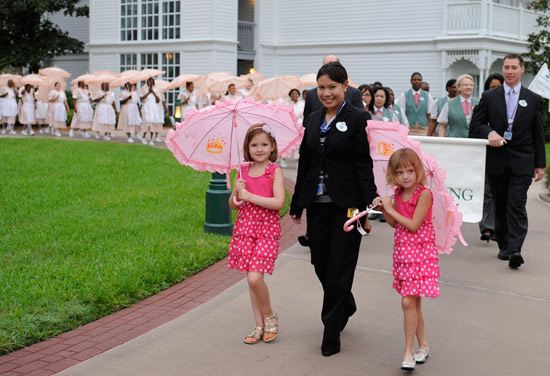 Eva Brackmann and Rachel Pinne Lead the Parasol Parade at Disneys Grand Floridian Resort &#038; Spa