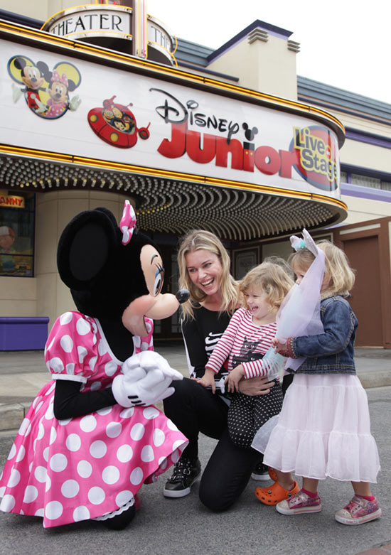 Rebecca Romijn and Daughters Meet Minnie Mouse at Disney California Adventure Park