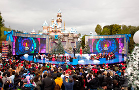 Nathan Pacheco and Katherine Jenkins Perform 'O Holy Night' at Disneyland Park