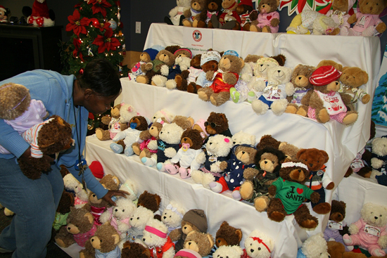 Disney VoluntEARS Brighten the Holidays for Many Central Floridians With 'Season of Sharing'