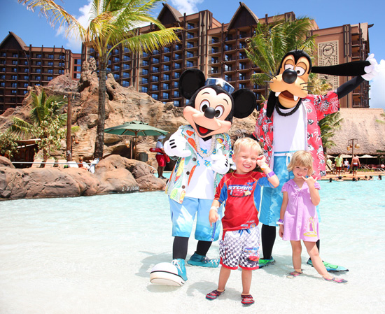 Mickey Mouse and Goofy with Guests at Aulani, a Disney Resort &#038; Spa in Ko Olina, Hawai'i