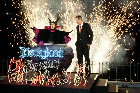 'Fantasmic' debuts at Disneyland Park in 1992