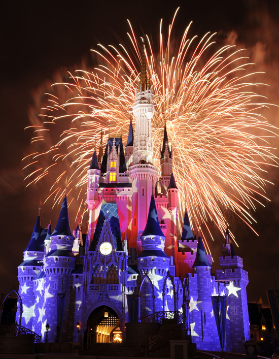 Watch Fourth of July Nighttime Spectaculars at Walt Disney World Resort