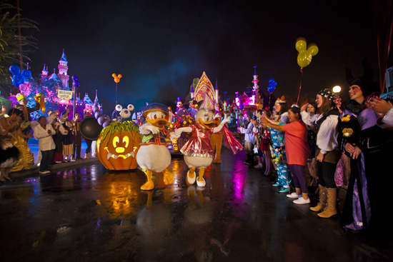 Mickeys Costume Party Cavalcade at Disneyland Park