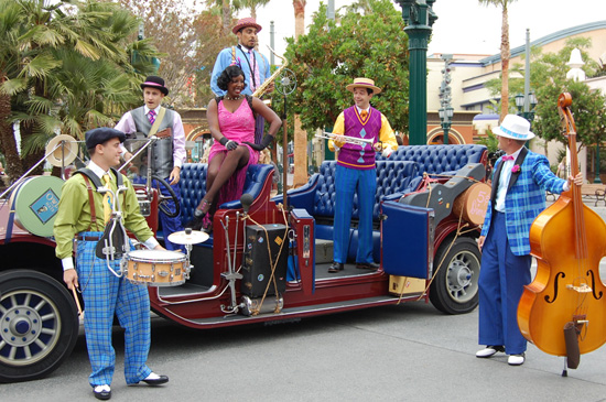 Five &#038; Dime Performing on Buena Vista Street at Disney California Adventure Park