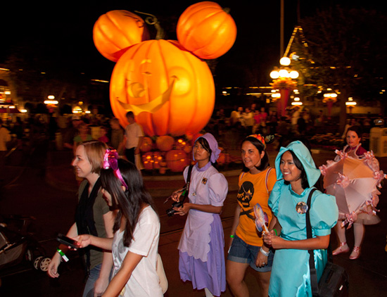 Disney Parks Blog Readers Get Spookier at Our Halloween Meet-Up in Disneyland Park