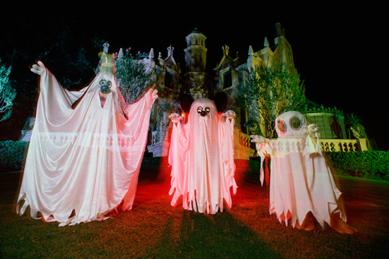 Vintage Walt Disney World: Three Ghosts at Haunted Mansion in 1987