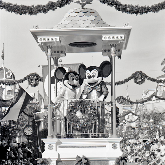 Vintage Walt Disney World: A 1970s Look at the Christmas Parade