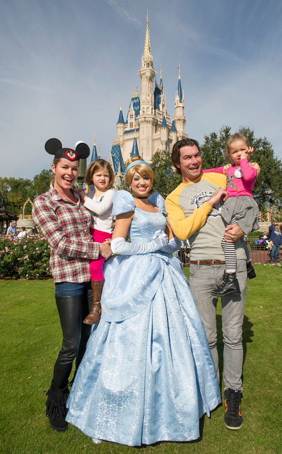 Rebecca Romijn, Her Husband Jerry O'Connell and Their Twin Daughters Pose With Cinderella
