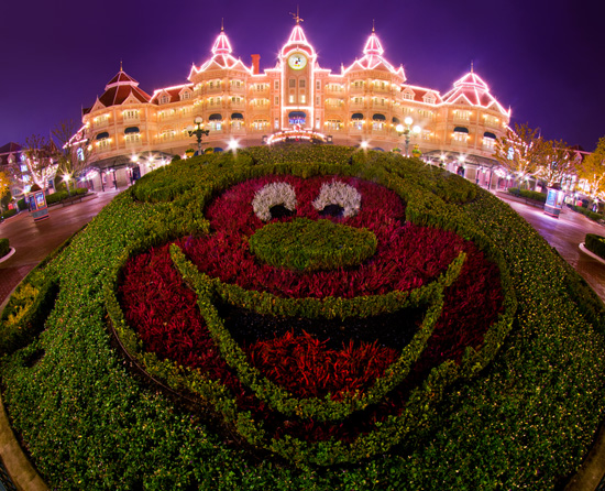 Disney Parks After Dark: Mickey Welcomes You to Disneyland Hotel at Disneyland Paris
