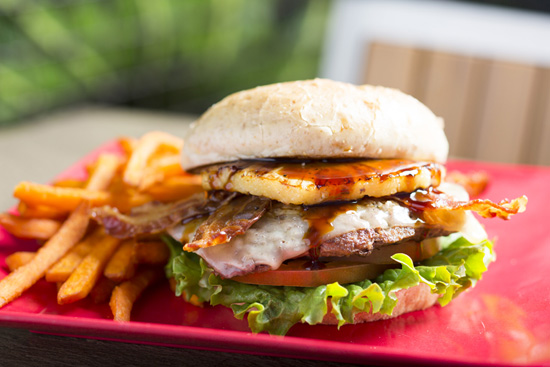 The Hawaiian Cheeseburger at Tangaroa Terrace ― Casual Island Dining at the Disneyland Hotel