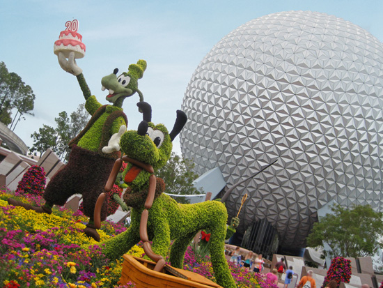 Goofy and Pluto Topiaries at the 2013 Epcot International Flower &#038; Garden Festival