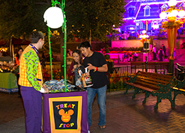 Disney Parks Blog Readers Board the Halloween Time Express Meet-Up at Disneyland Park