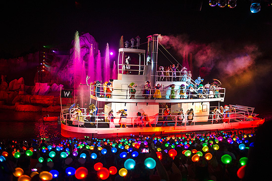 'Glow With The Show' Ears Illuminate 'Fantasmic!' at Disney's Hollywood Studios