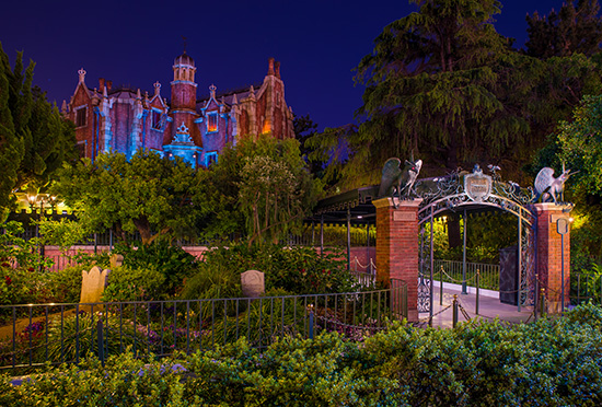 Disney parks attractions around the world haunted mansion for Mansions around the world