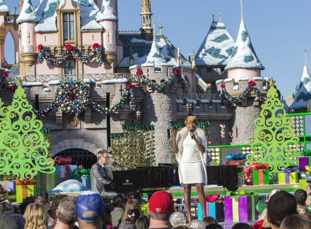 Mary J. Blige at the Disneyland Resort for the 2013 Disney Parks Christmas Day Parade on ABC