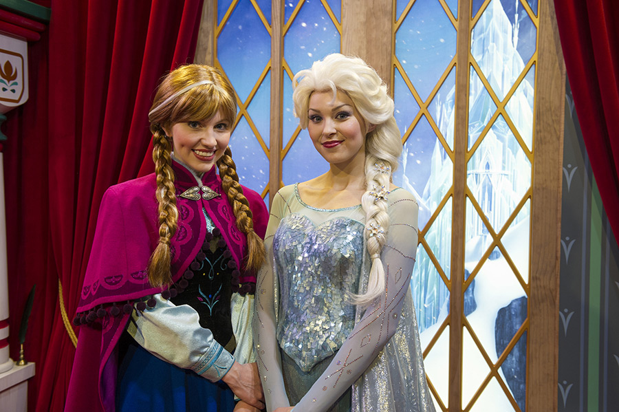 disneyland meet anna and elsa frozen