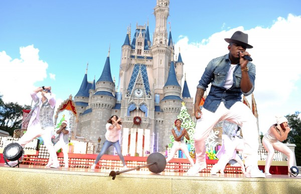 'Disney Parks Christmas Day Parade' Celebrates 30 Years of Holiday Magic December 25 on ABC-TV ...