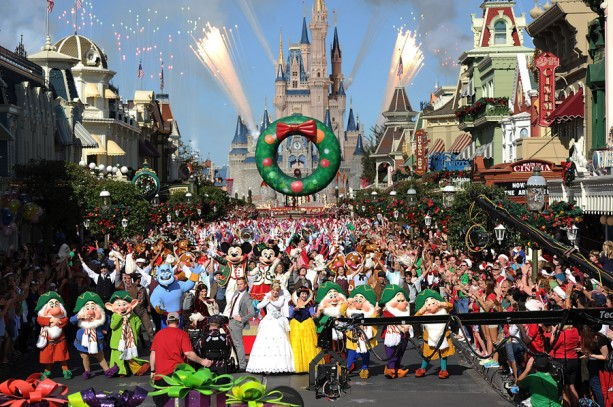 'Disney Parks Christmas Day Parade' Celebrates 30 Years of Holiday Magic December 25 on ABC-TV