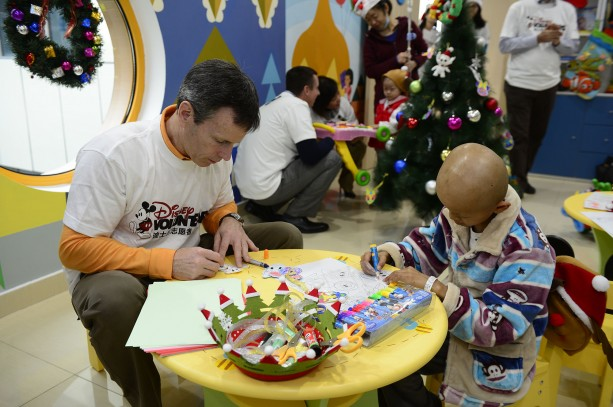 Shanghai Disney Resort VoluntEARS Give Back to Local Community