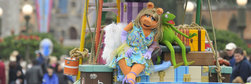 Miss Piggy and Kermit at Magic Kingdom Park