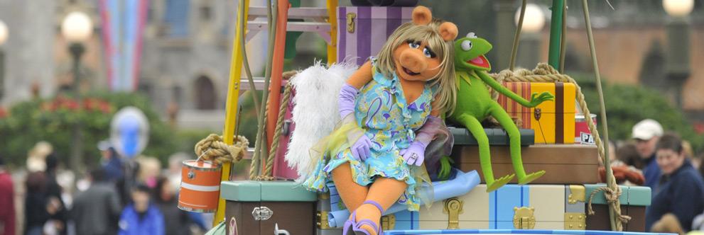 Miss Piggy and Kermit at Magic Kingdom Park