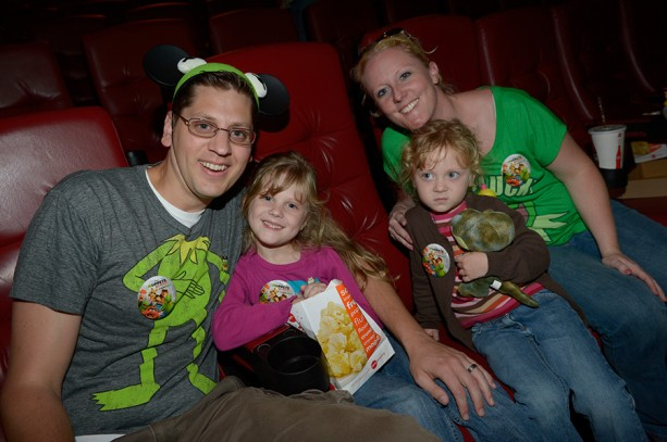 "Disney Parks Blog Readers Enjoy the Show at the ""Muppets Most Wanted"" Meet-Up"