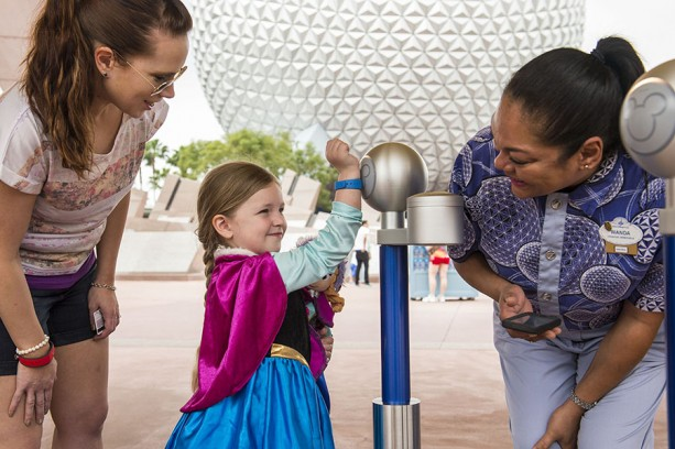 Image_MM _Epcot_Girl in Anna dress_Mom_CM_