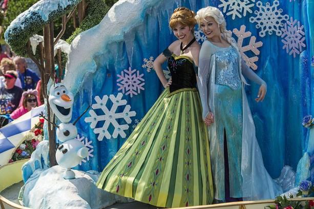 """Disney Festival of Fantasy Parade: The Princess Garden """"Frozen"""""""