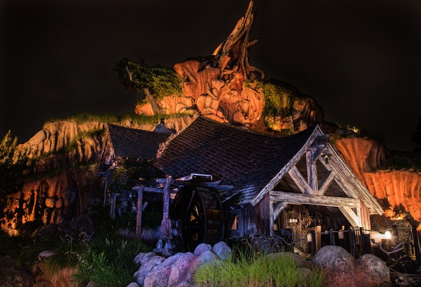 Disney Parks After Dark: Splash Mountain at Disneyland Park