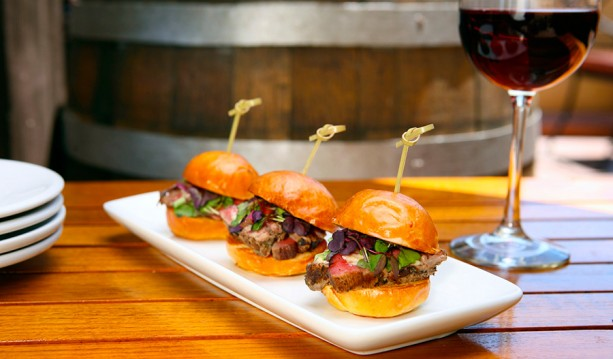 Trio-of-Beef-Tenderloin-Sliders-with-Wine