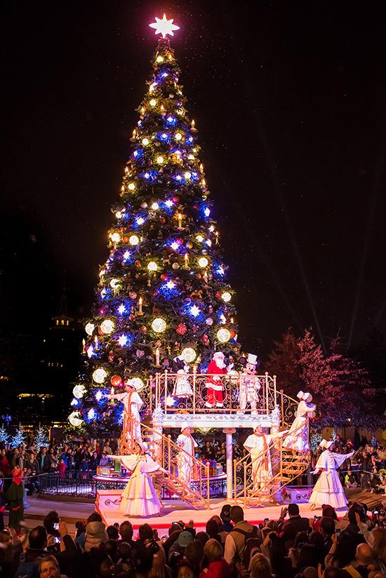 Celebrate An Enchanted Christmas At Disneyland Paris