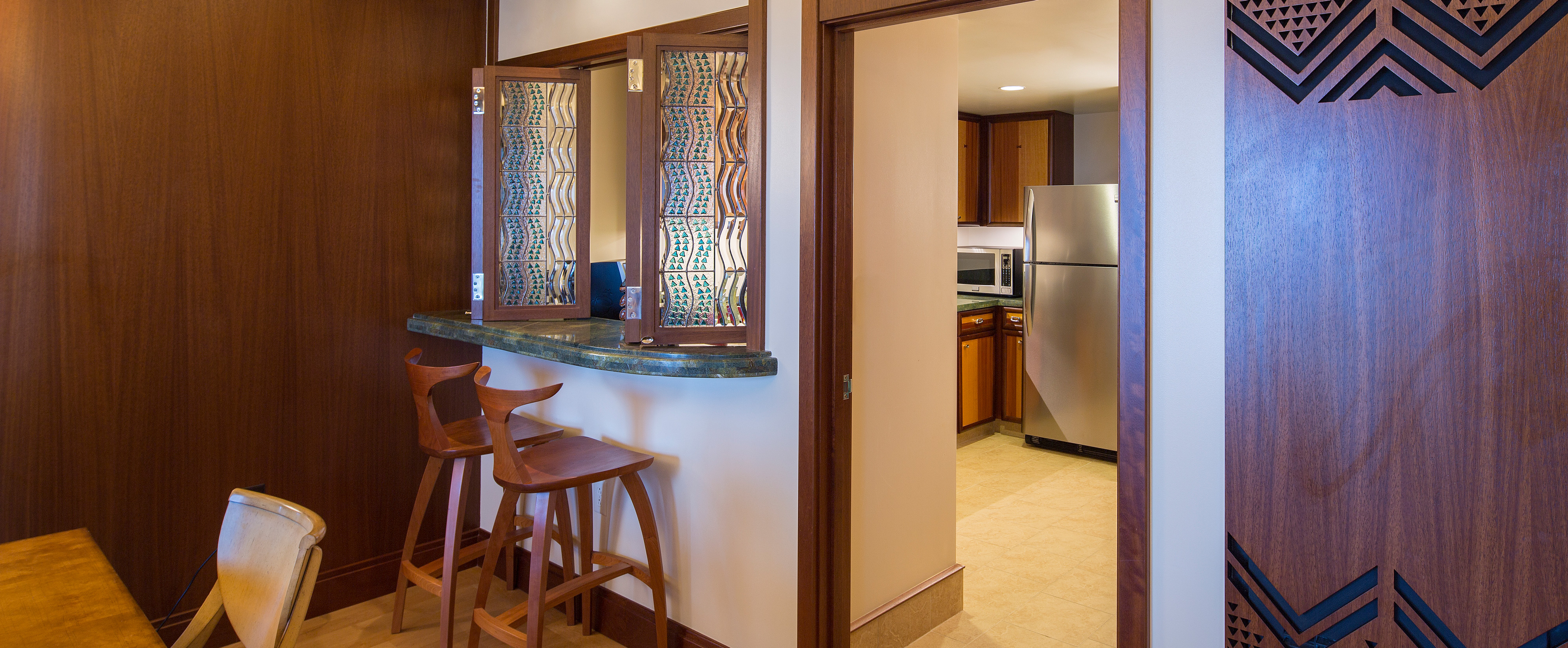 One bedroom deluxe suite aulani hawaii resort spa for Dining room 107 offers