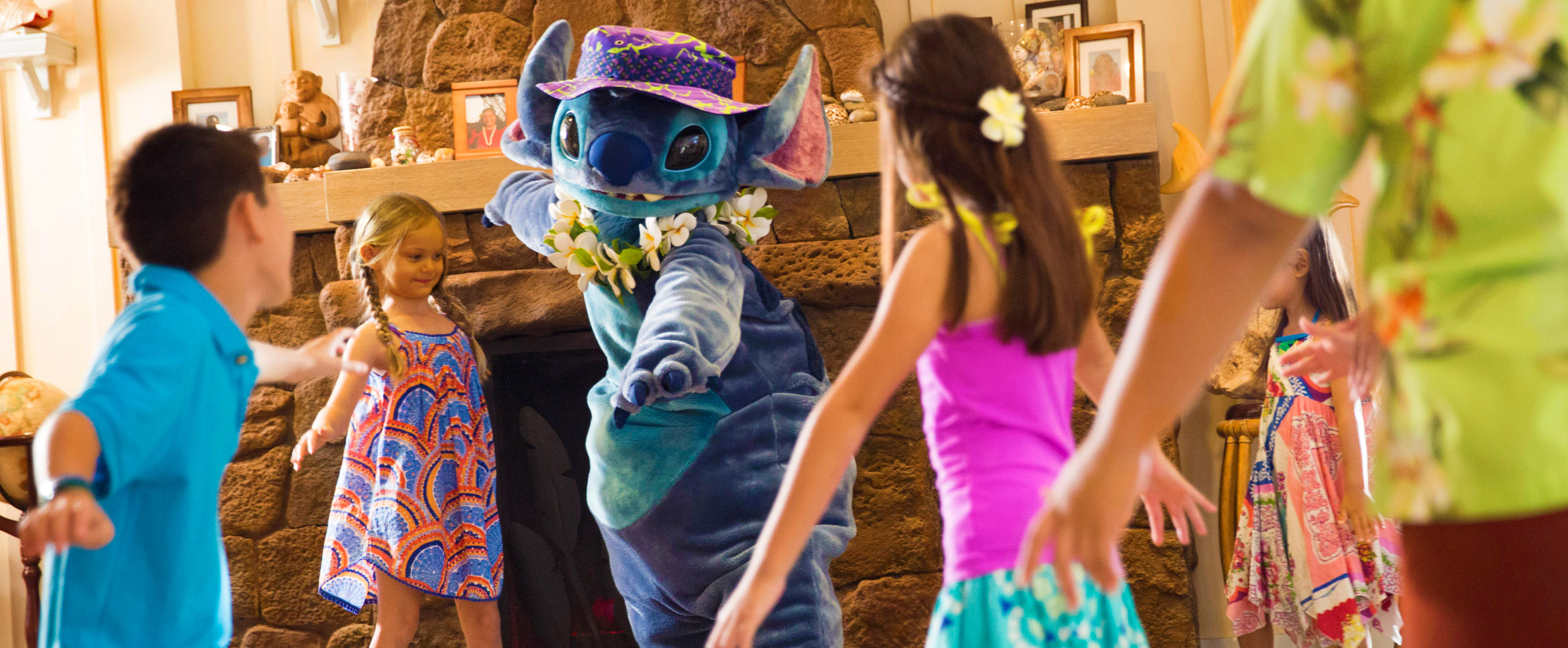 Stitch interacts with children at Aunty's Beach House