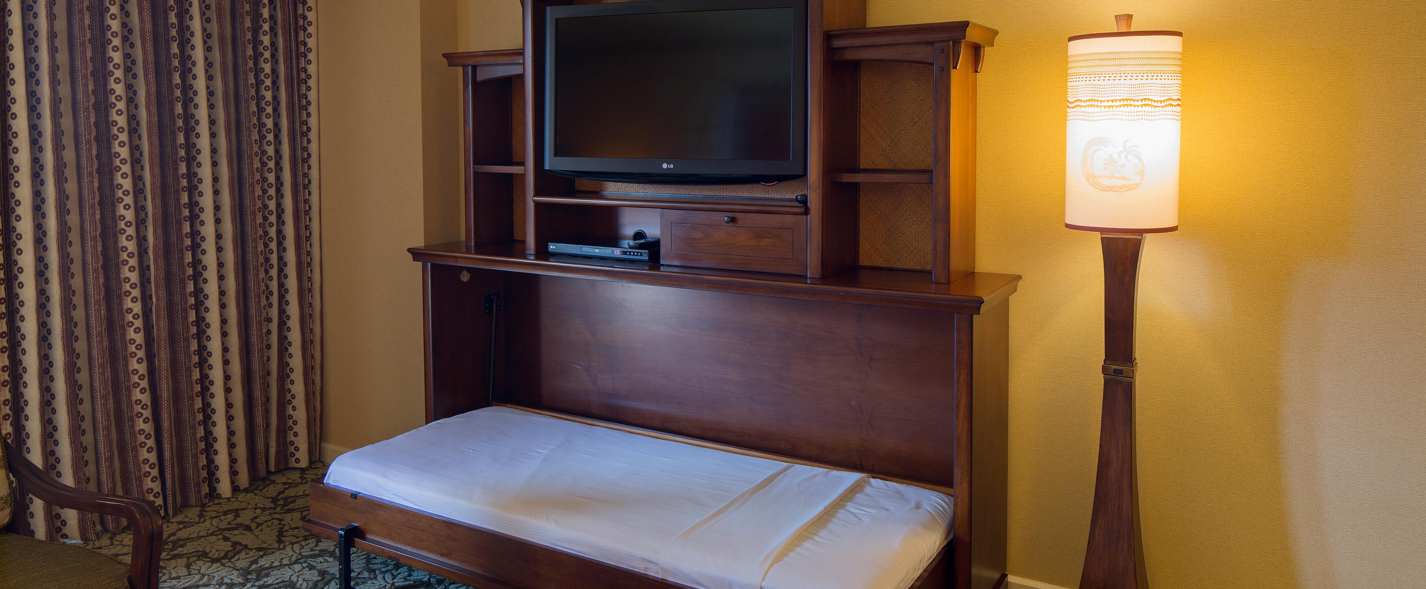1 パーラーのスイート内のエンターテインメント設備にある収納式ベッド